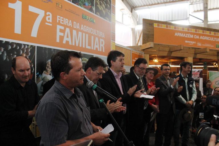 Via Campesina cobra criação de um programa para produção de alimentos saudáveis