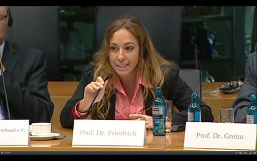 Parlamento alemão convida cientista brasileira para debate sobre proibição do glifosato
