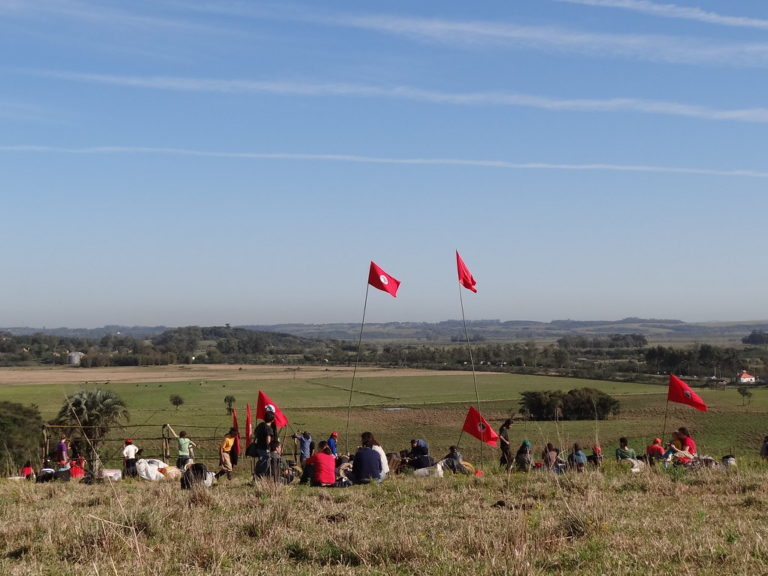 Sem Terra ocupam mais fazenda em Minas Gerais