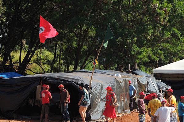 Quatro mil Sem Terra ocupam Fazenda Santa Helena, em Goiás