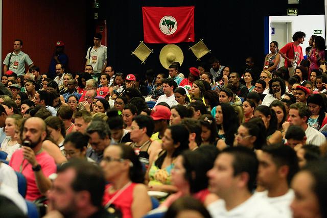 Mercantilização da educação brasileira é alvo de crítica em encontro de educadores