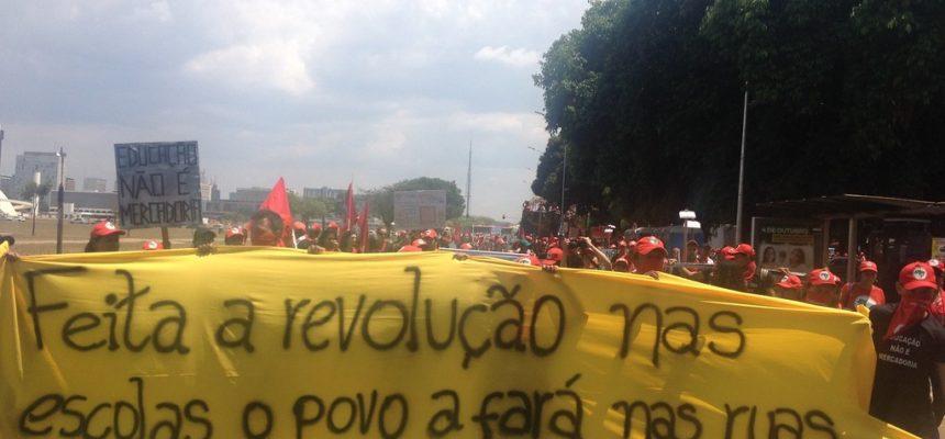 Educadores da Reforma Agrária ocupam a Esplanada dos Ministérios