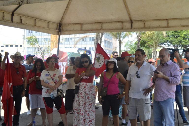 Movimentos realizam ato em defesa da Petrobras na feira da Ceilândia