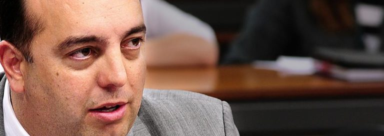 """UFPR responde acusações do deputado Francischini sobre """"turma do MST"""""""