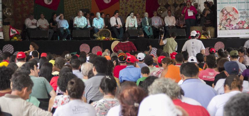 Ato celebra produção de alimentos saudáveis na 1° Feira Nacional da Reforma Agrária