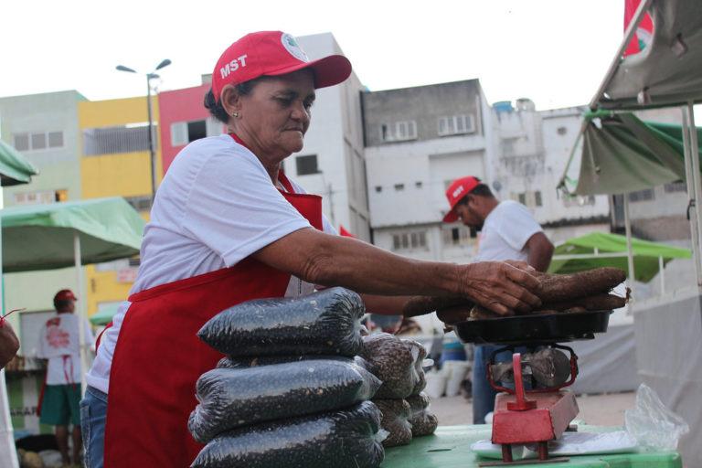 Feira da Reforma Agrária de Arapiraca leva produtos saudáveis ao Parque Ceci Cunha