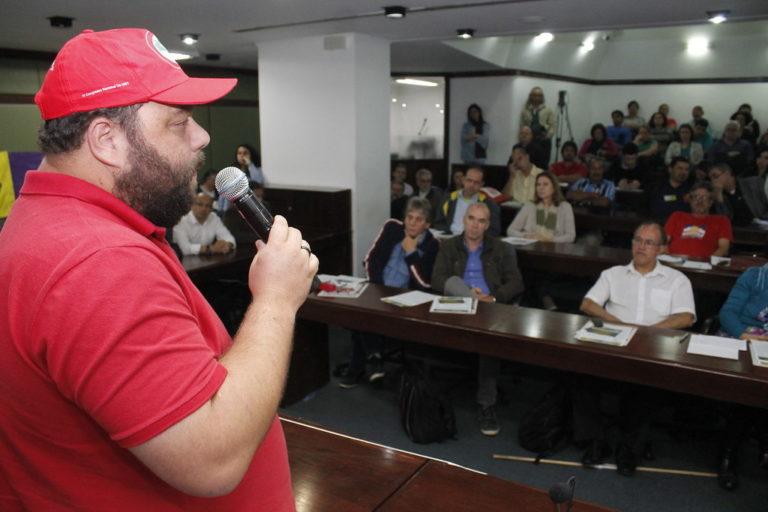 Plenária da Frente Brasil Popular mobiliza movimentos sociais e organizações sindicais no RS