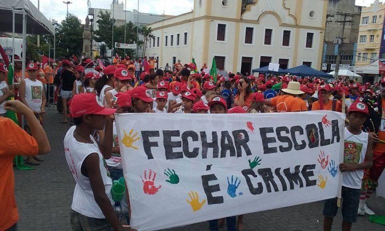 Crianças Sem Terra marcham em defesa da educação no campo em PE