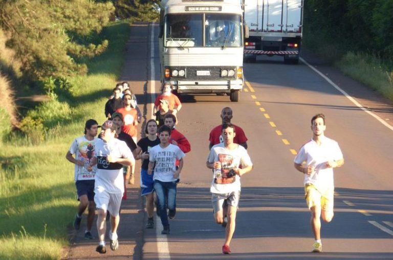 """Maratonista inicia jornada na ocupação que ficou conhecida como o """"embrião do MST"""""""