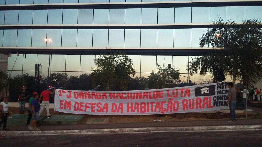 Movimentos sociais ocupam Ministério das Cidades em Brasília