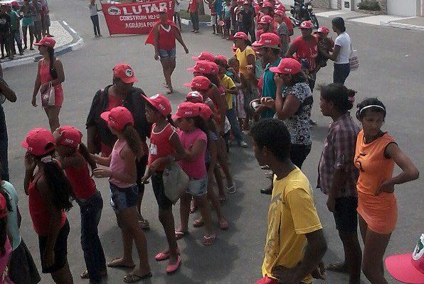 Sem Terrinha ocupam prefeitura de Olho D'Água do Casado, no Sertão de Alagoas