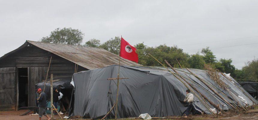 Famílias Sem Terra desocupam latifúndio em São Lourenço do Sul