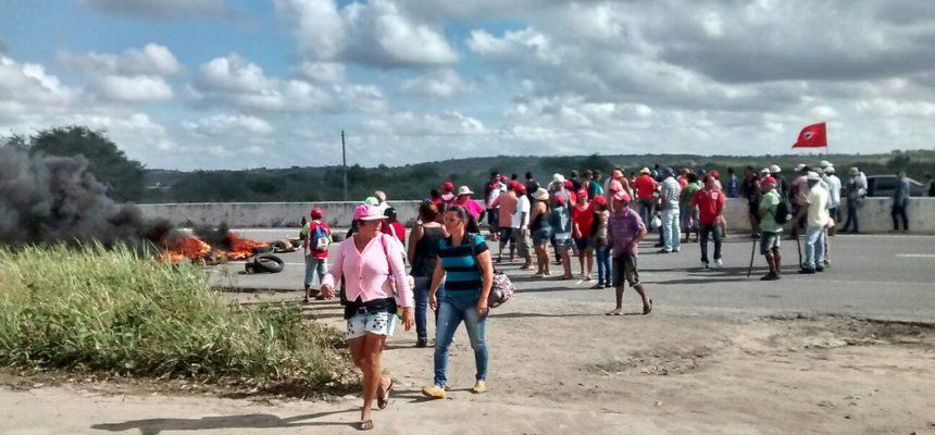 MST ocupa rodovias paraibanas em luta por habitação rural