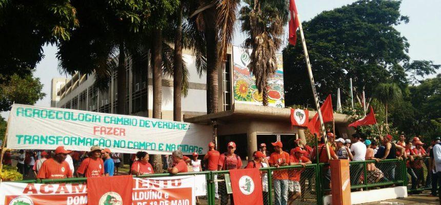 Em Brasília, Sem Terra ocupa Conab e reivindica ampliação de PAA e PNAE