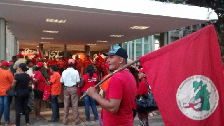 movimentos ocupam Ministério de Minas e Energia