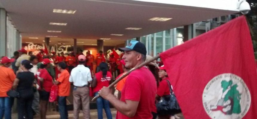 Em solidariedade aos petroleiros, movimentos ocupam Ministério de Minas e Energia