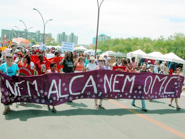 Movimentos sociais latino-americanos celebram 10 anos de vitória contra a Alca