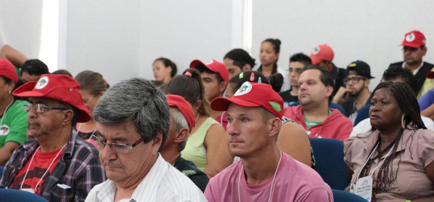 Feira da Reforma Agrária debate impactos dos agrotóxicos e transgênicos
