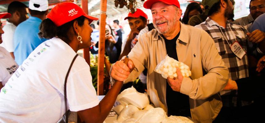 Temos que correr para cumprir o compromisso de assentarmos as 120 mil famílias, afirma Lula