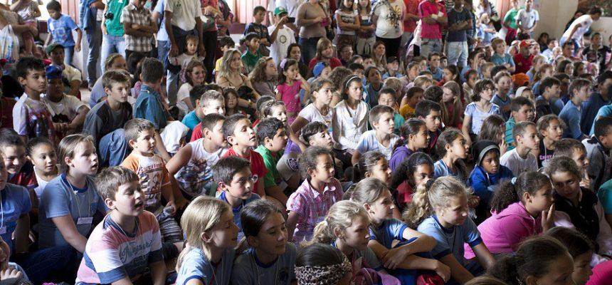 Encontro das crianças das Escolas do Campo reúne 500 pessoas no PR