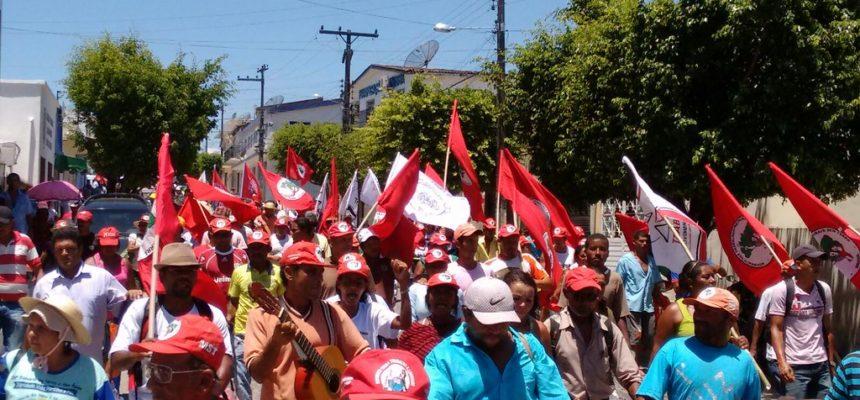 Em mais uma ação, movimentos exigem que terras de João Lyra sejam destinadas à Reforma Agrária