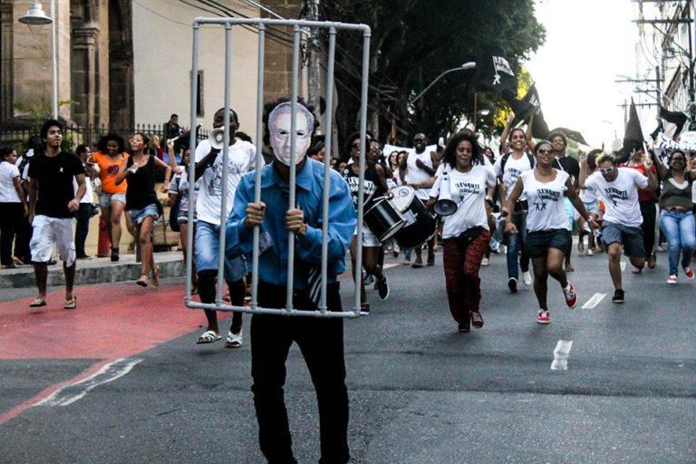 Juventude ocupa as ruas de Salvador e pede saída de Cunha da Câmara