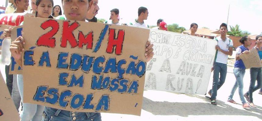 Juventude do Campo ocupa rodovia por melhorias na educação do campo