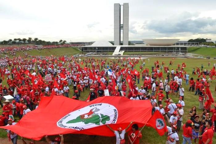 MST repudia tentativa de golpe contra a presidente Dilma