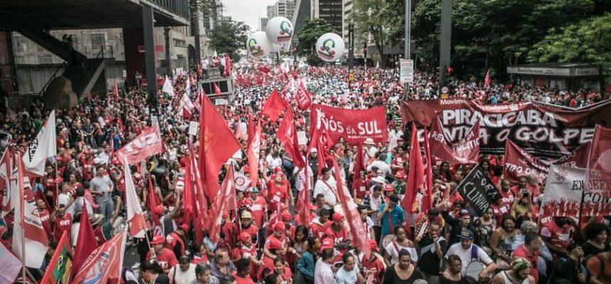 Movimentos da Frente Brasil Popular defendem democracia e fim do ajuste fiscal
