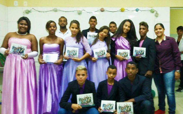 Jovens Sem Terra comemoram conclusão de curso