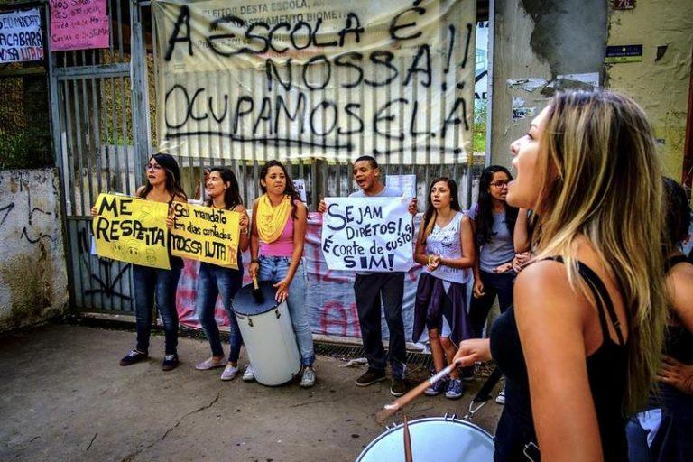 Movimentos de SP defendem ocupações das escolas e repudiam violência policial