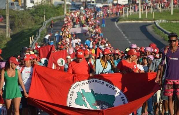 MST vai às ruas defender a democracia, afirma dirigente