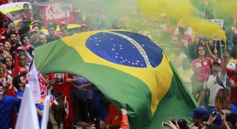 Movimentos lançam Frente Brasil Popular e marcham em defesa da democracia no RS