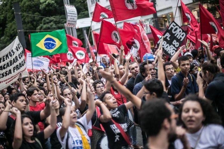 Ato contra o impeachment e ajuste fiscal reúne milhares na Paulista