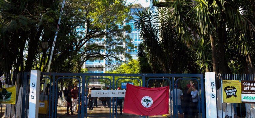 MST ocupa Incra em Porto Alegre e exige recomposição do Orçamento de 2018 para a Reforma Agrária