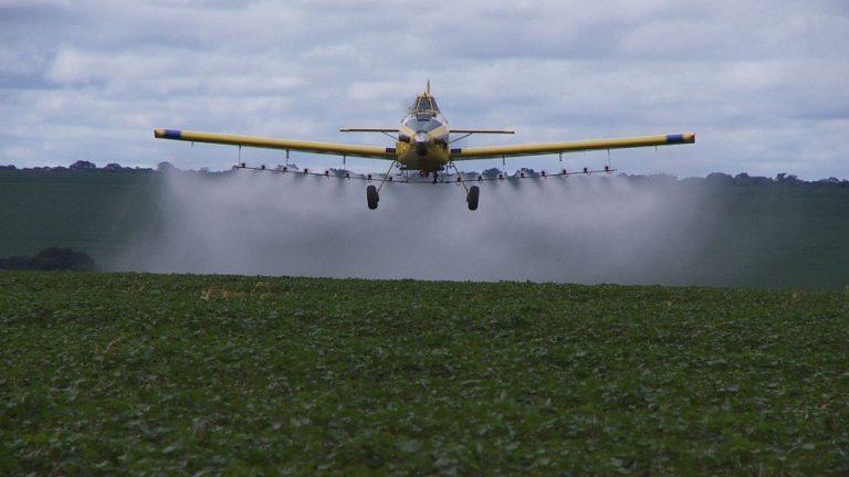 Nuvens de Veneno: documentário fala sobre problemática do uso de agrotóxicos