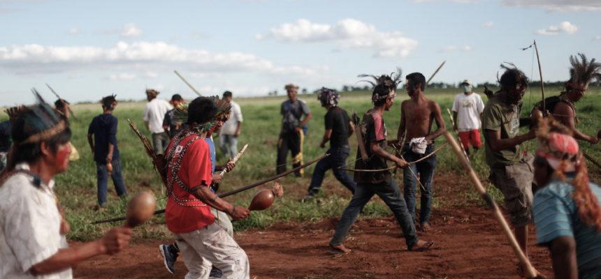 Aldeia Kaiowá foi carbonizada, conflito é iminente e polícia ainda não foi à área, afirma Funai