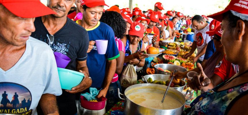 Trabalhadores dão exemplo de cooperação e participação na luta pela terra