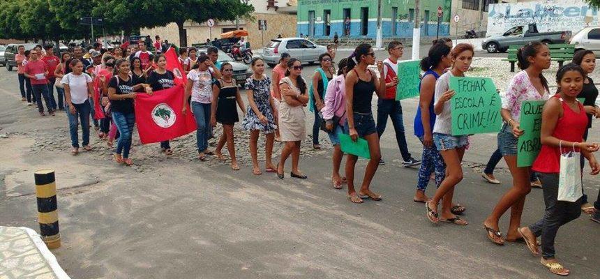 Sem Terra realizam ato contra fechamento de escola no Ceará