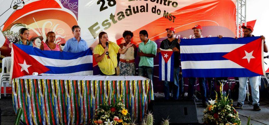 Médicos cubanos são homenageados durante Encontro Estadual