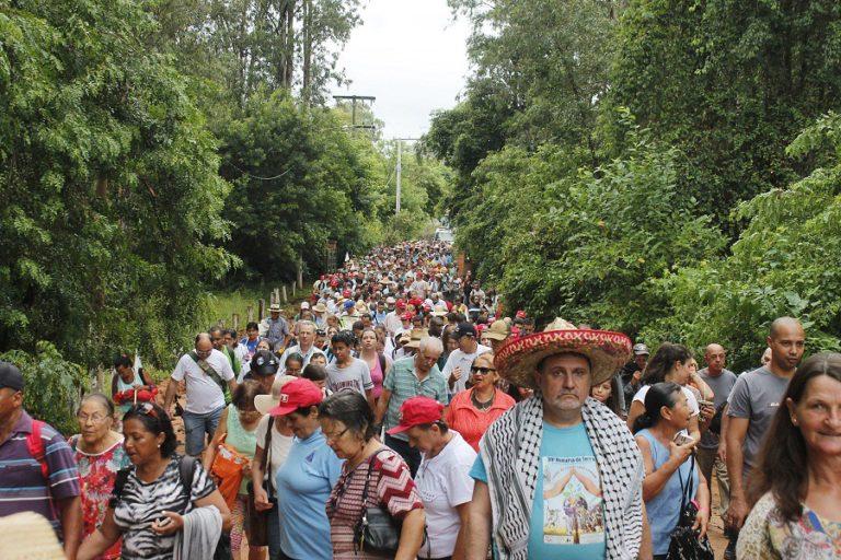 trabalhadores celebram a terra e o herói indígena Sepé Tiaraju