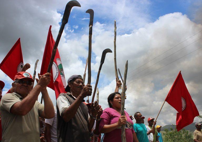 Organização e solidariedade barram despejo forçado em Atalaia
