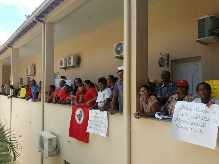 Trabalhadores ocupam prefeitura de Vitória de Conquista e o INSS