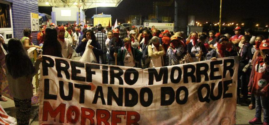 Cerca de 1200 mulheres do MST e do MAB ocupam a Yara Fertilizantes em Porto Alegre