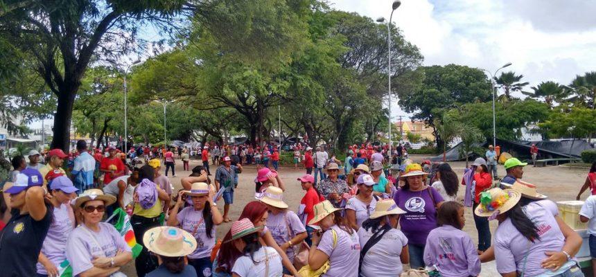 Em Maceió, mulheres marcham por direitos sociais
