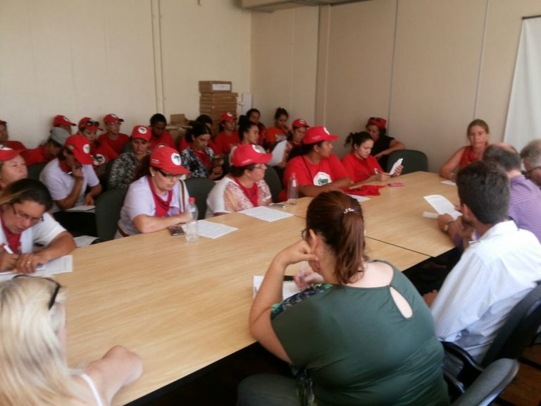 camponesas se reúnem com representantes do Incra e MDA