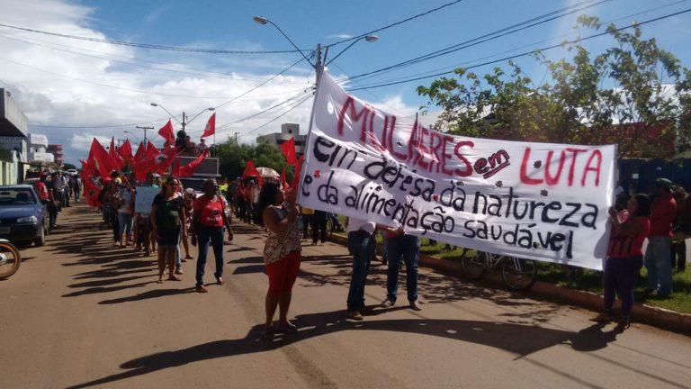 Mulheres do MST e MMC realizam marcha em Formosa do Goiás