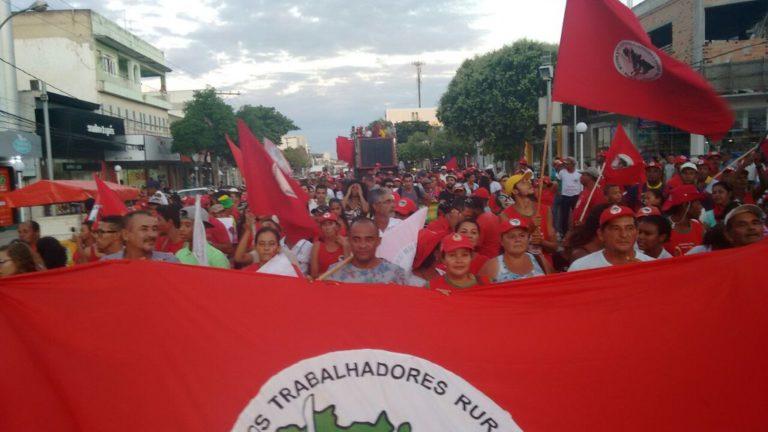 mais de 150 mil trabalhadores ocupam as ruas da Bahia