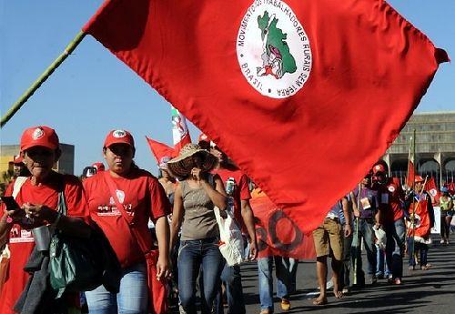 Movimentos de Luta pela Terra ocupam a CONAB em Minas Gerais