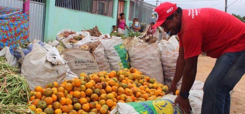 Sem Terra entregam cerca de 4 toneladas de alimentos na periferia de Maceió